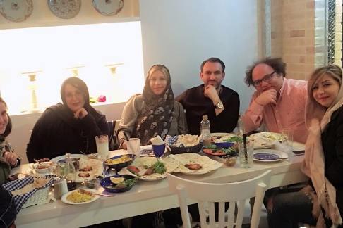 فریبا نادری در کنار همسر و دوستانش